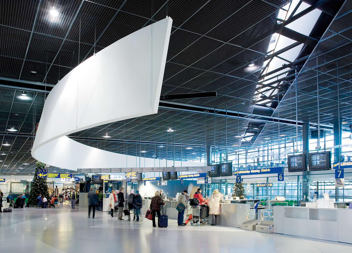 Rovaniemen lentokentän aula.