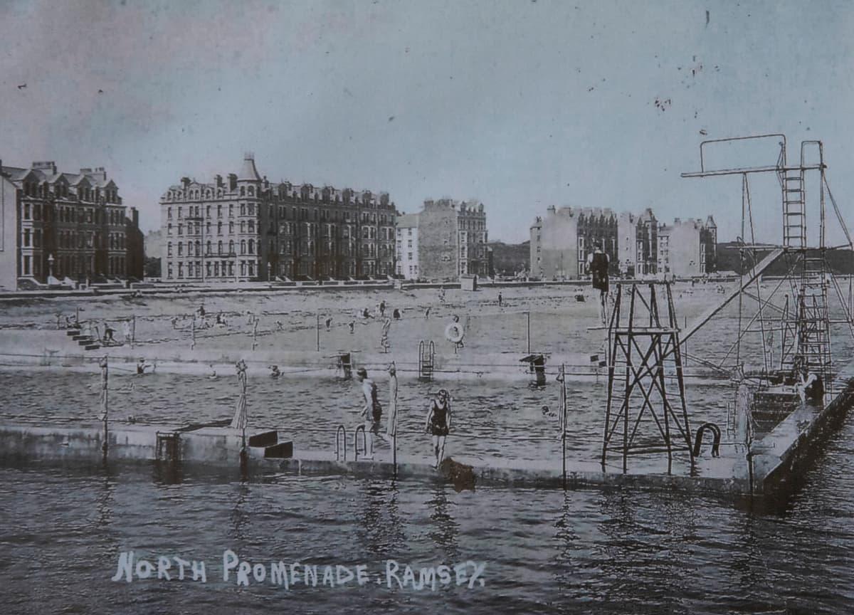 Mooraghin internointileiri perustettiin loma-alueelle.