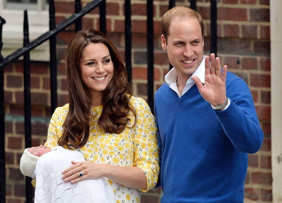 Prinssi William, herttuatar Catherine ja pikkuprinsessa.