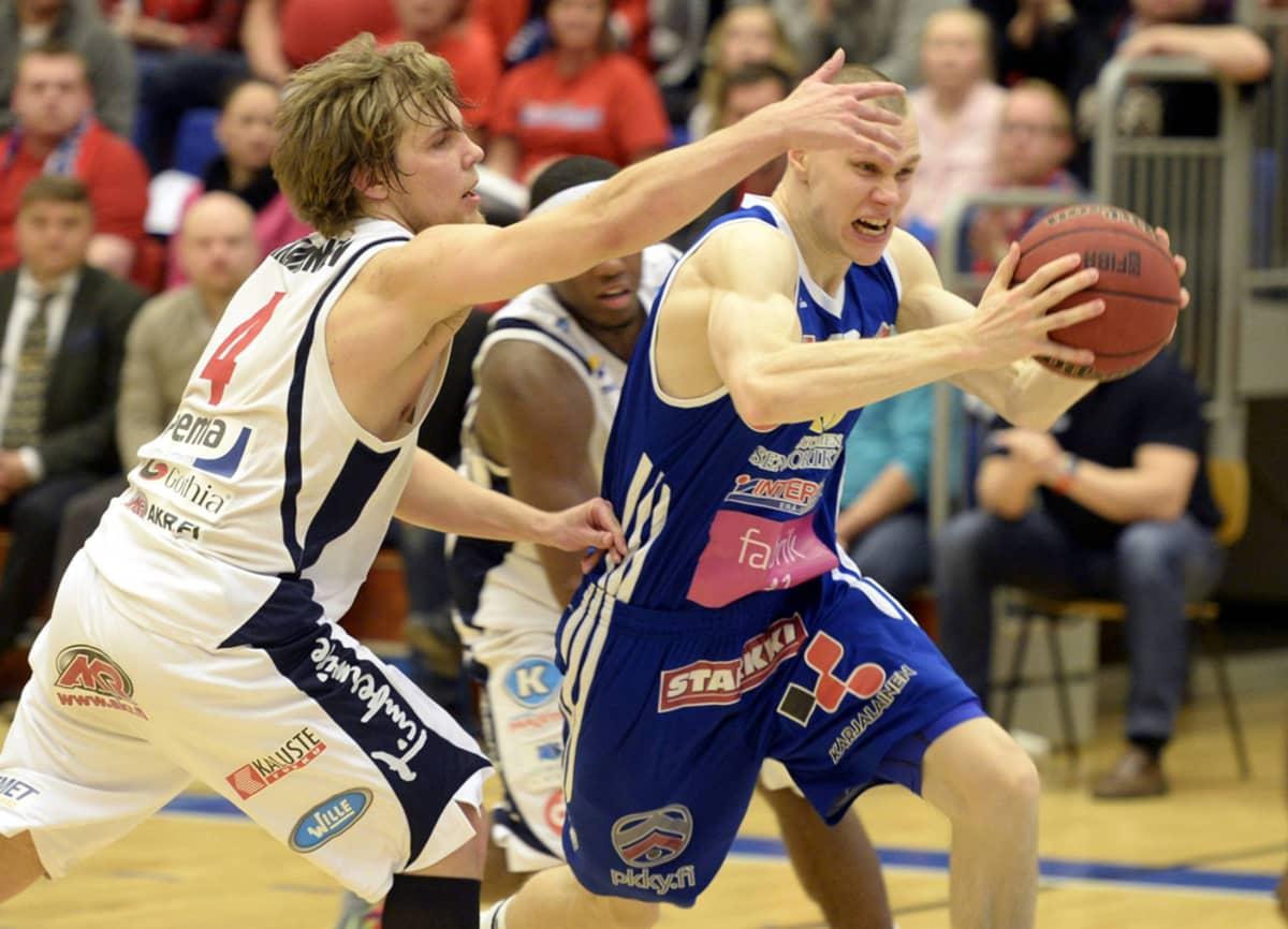 Antti Kanervo (oik.) ja Antto Nikkarinen