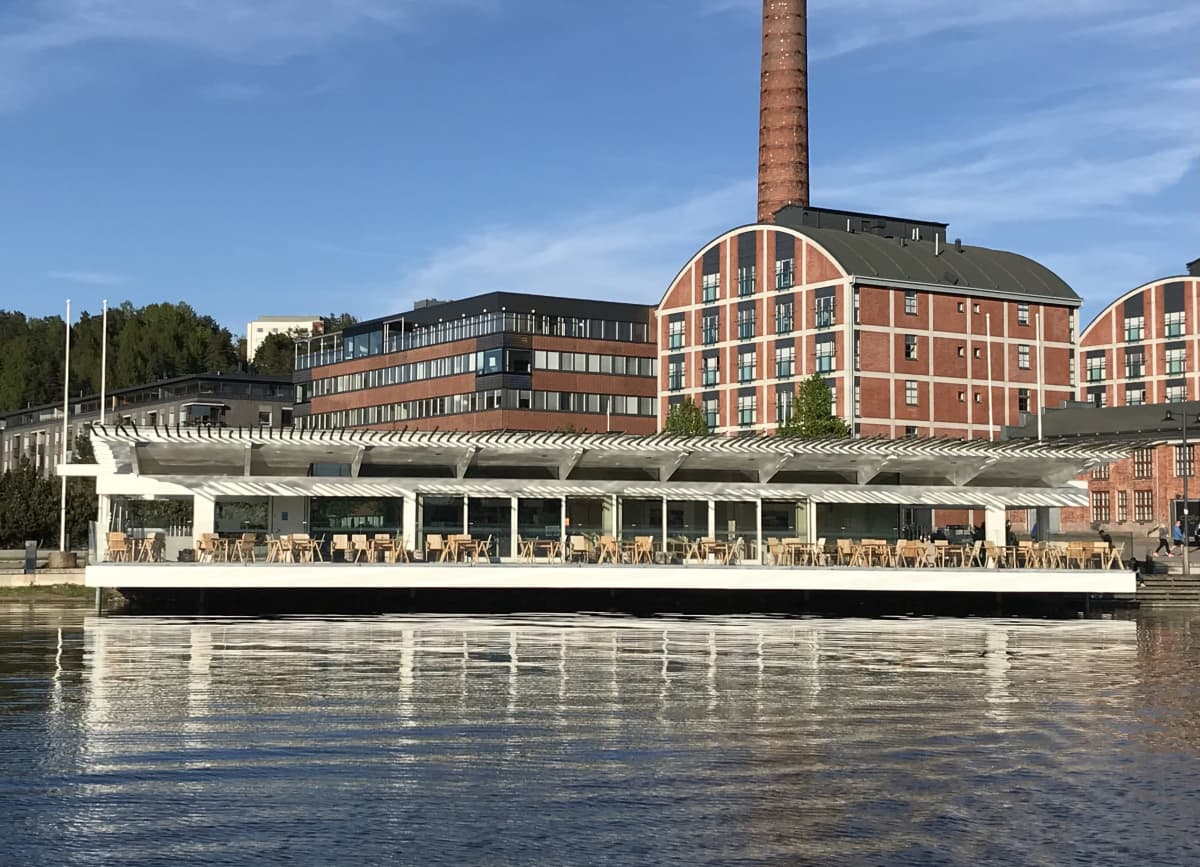 Lahden Piano Paviljonki kuvattuna Vesijärveltä kesäkuussa 2021.