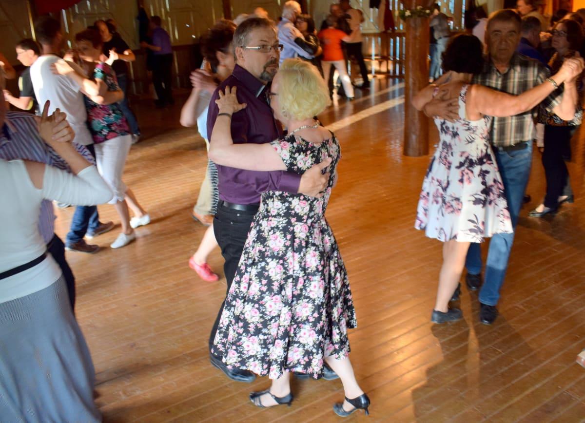 tanssijoita tanssilavalla