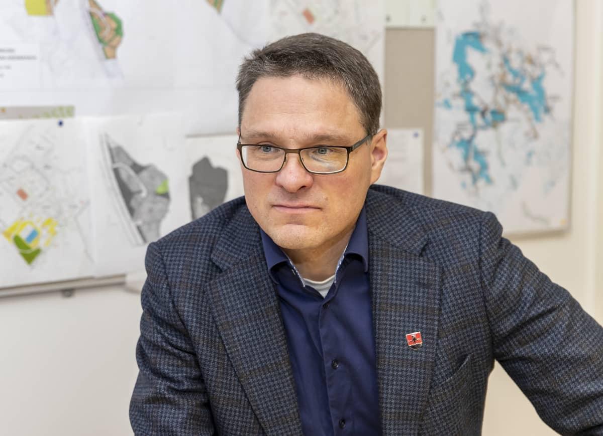 Kannonkosken kunnanjohtaja Markku Vehkaoja.