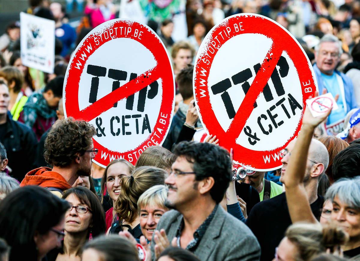Vapaakauppaa vastustava mielenosoitus 20. syyskuuta Brysselissä.
