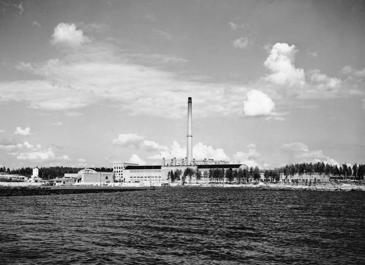 Kaipolan paperitehdas 1950-luvun puolivälissä kuvattuna.