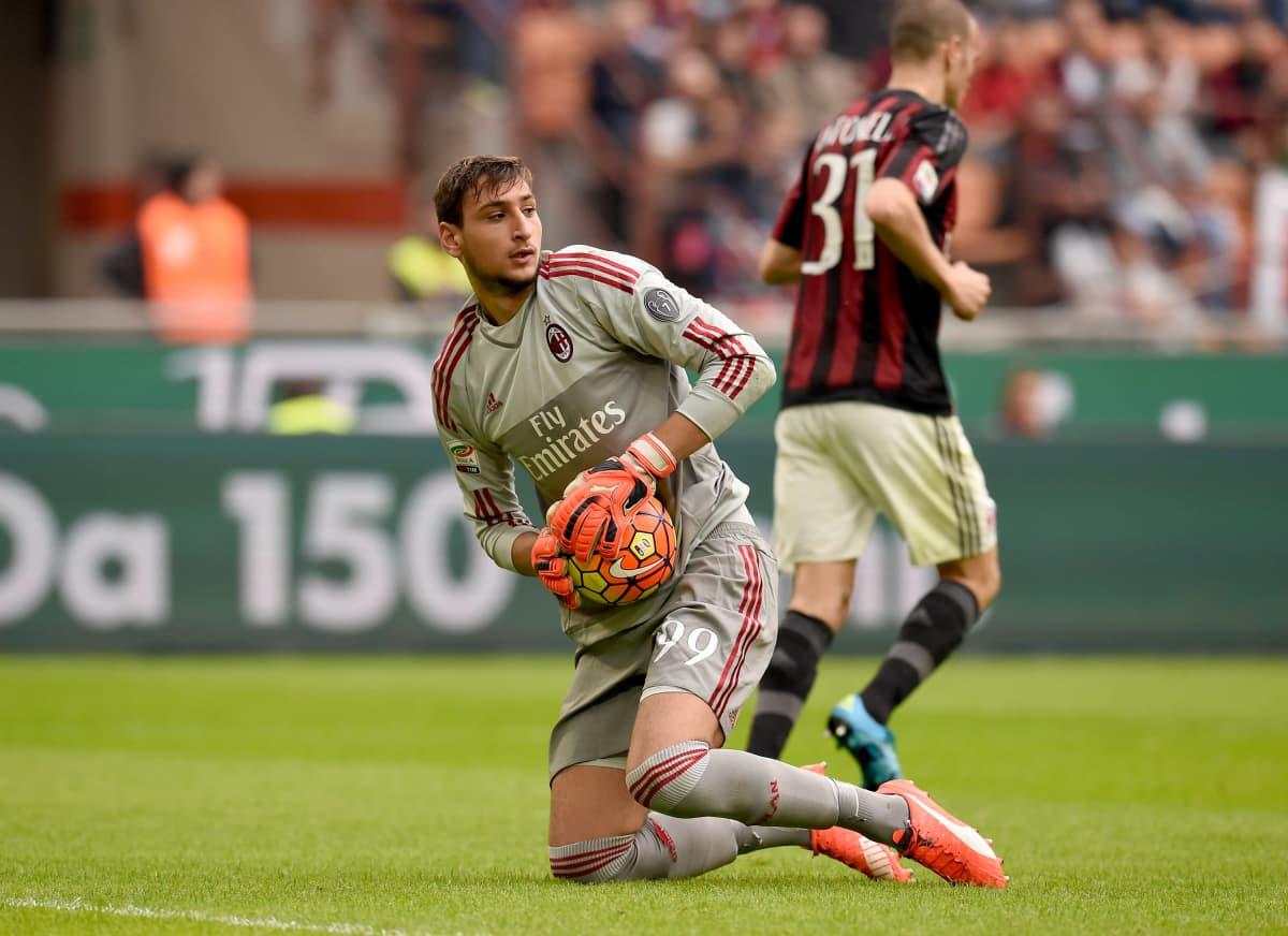 Gianluigi Donnarumma debytoi 16-vuotiaana AC Milanin paidassa.