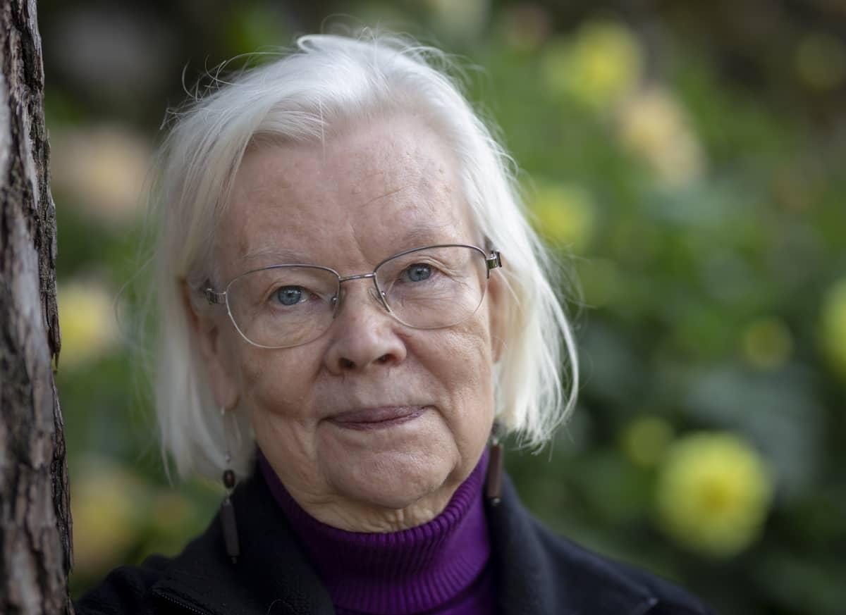 Tietokirjailija ja taidehistorian professori emerita Riitta Konttinen kertoo, että elämäkerran kirjoittaminen oli raskas ja iso urakka.