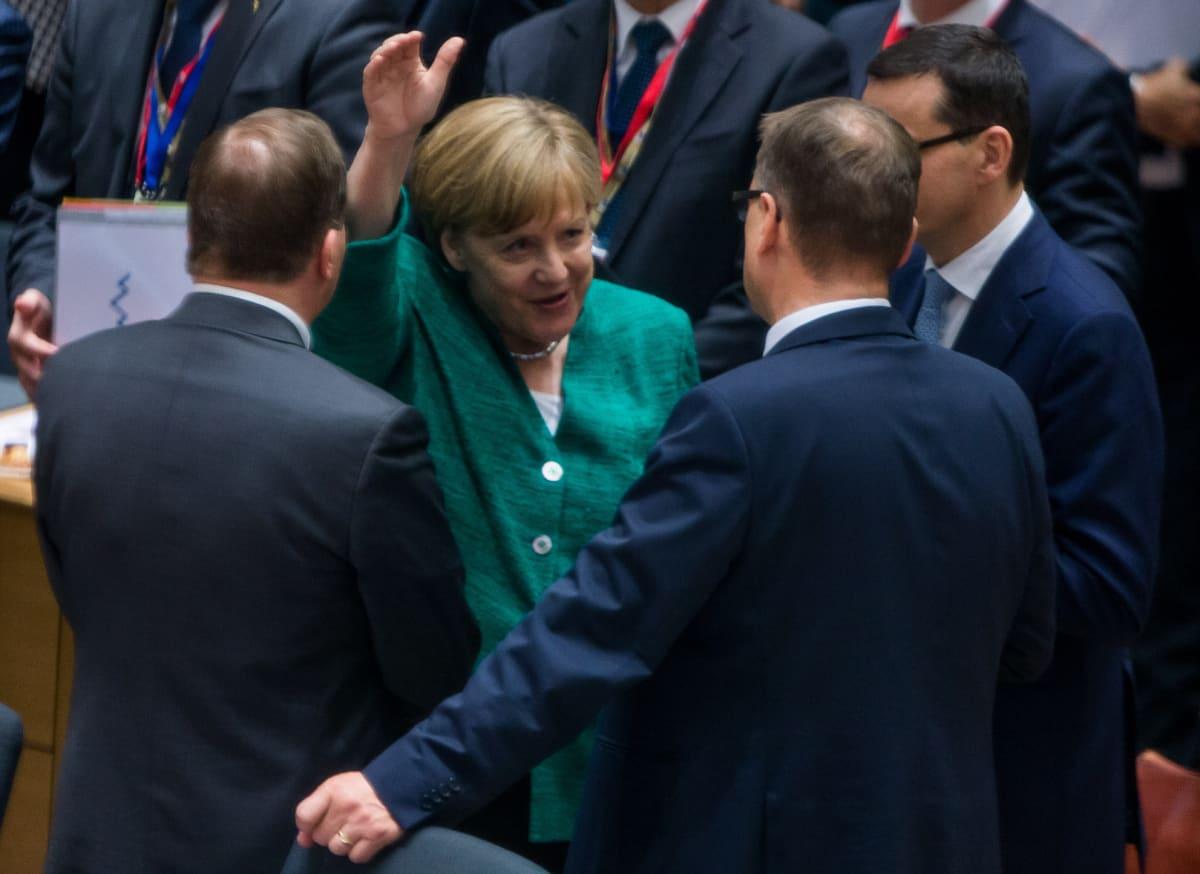Saksan liittokansleri Angela Merkel keskusteli pääministeri Juha Sipilän (kesk.) kanssa huippukokouksessa torstaina.