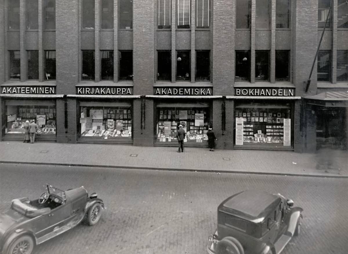 Akateemisen Kirjakaupan myymälä tavaratalossa 1930.