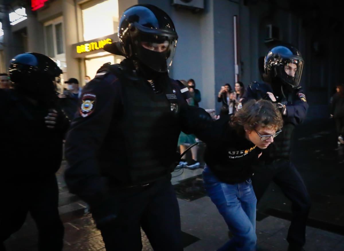 mielenosoittaja moskovassa