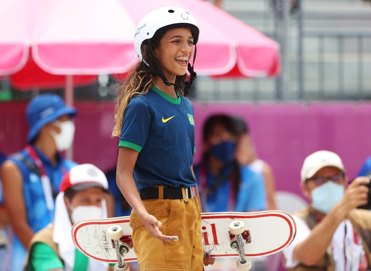 Brasilian Rayssa Lealista tuli nuorin olympiamitalisti 84 vuoteen.
