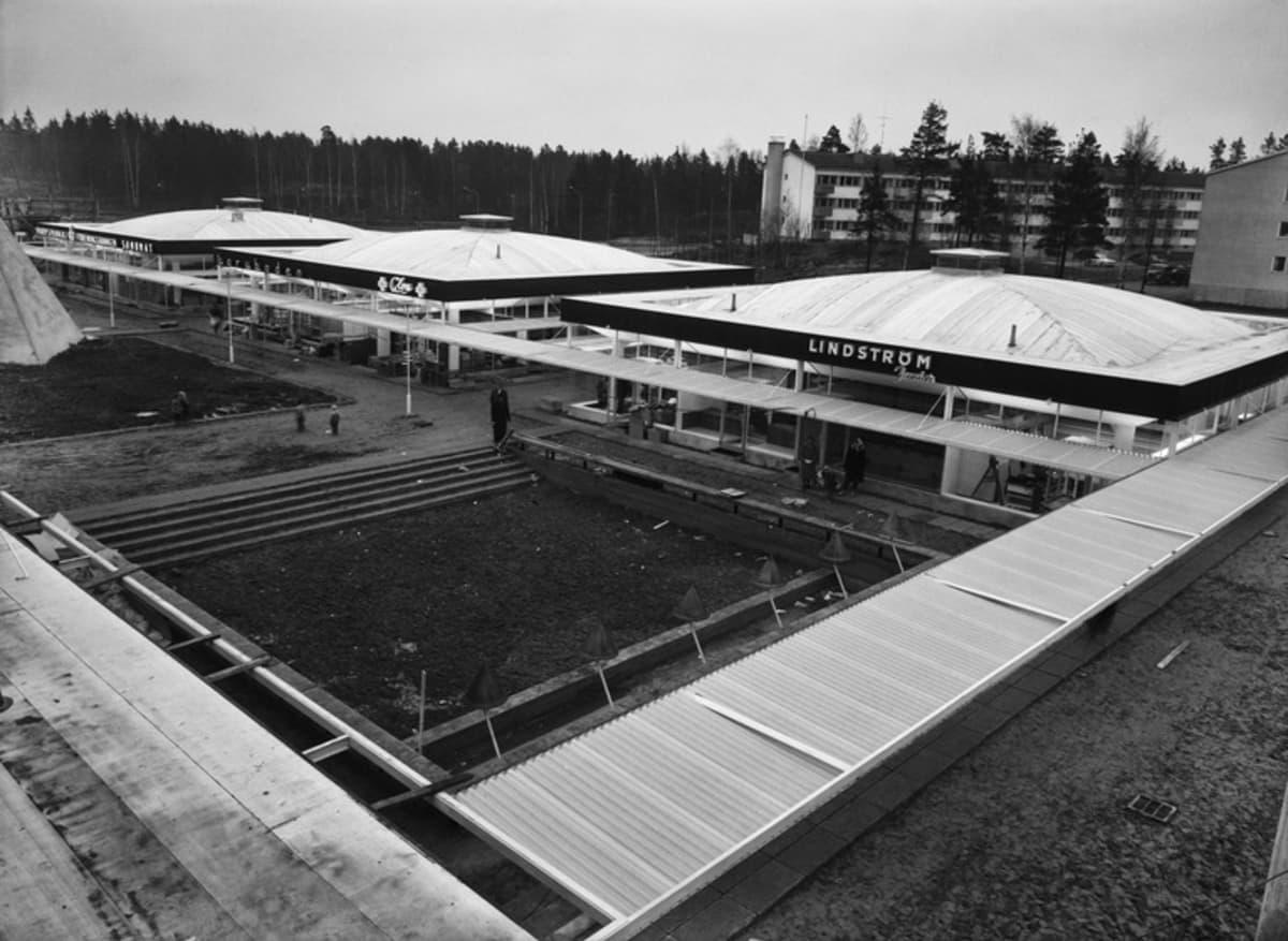 Munkkivuoren ostoskeskus hieman ennen avaamistaan vuonna 1959.