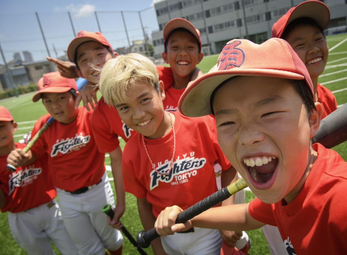 Lapsista kivointa on pallon lyöminen, kunnon osuma. Näin ainakin sanovat pelikaverukset Kaito Koyano, 11, Yugo Shimura, 11, Haruaki Nakano, 11, Ahiro Yamasaki, 12, Taisei Nakatsu, 12, Rento Nishi, 11 ja Taison Sekiguchi, 11.