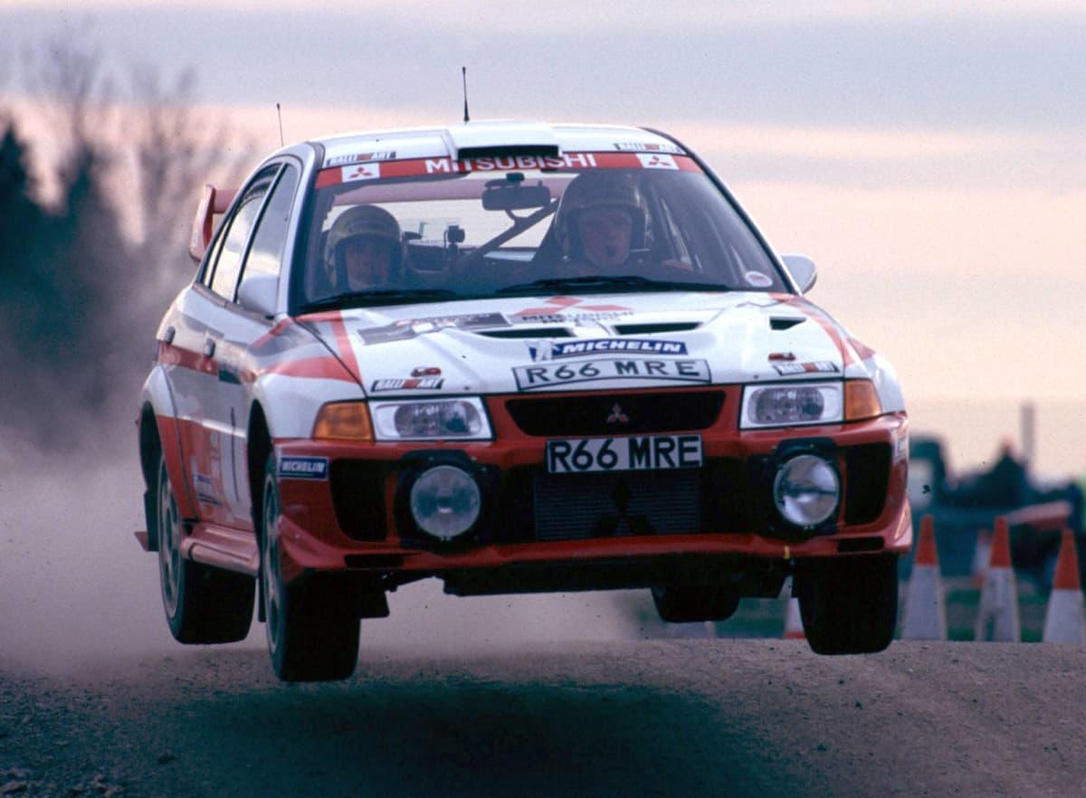 Tommi Mäkinen ajaa Mitsubishin ratissa vuonna 1998.