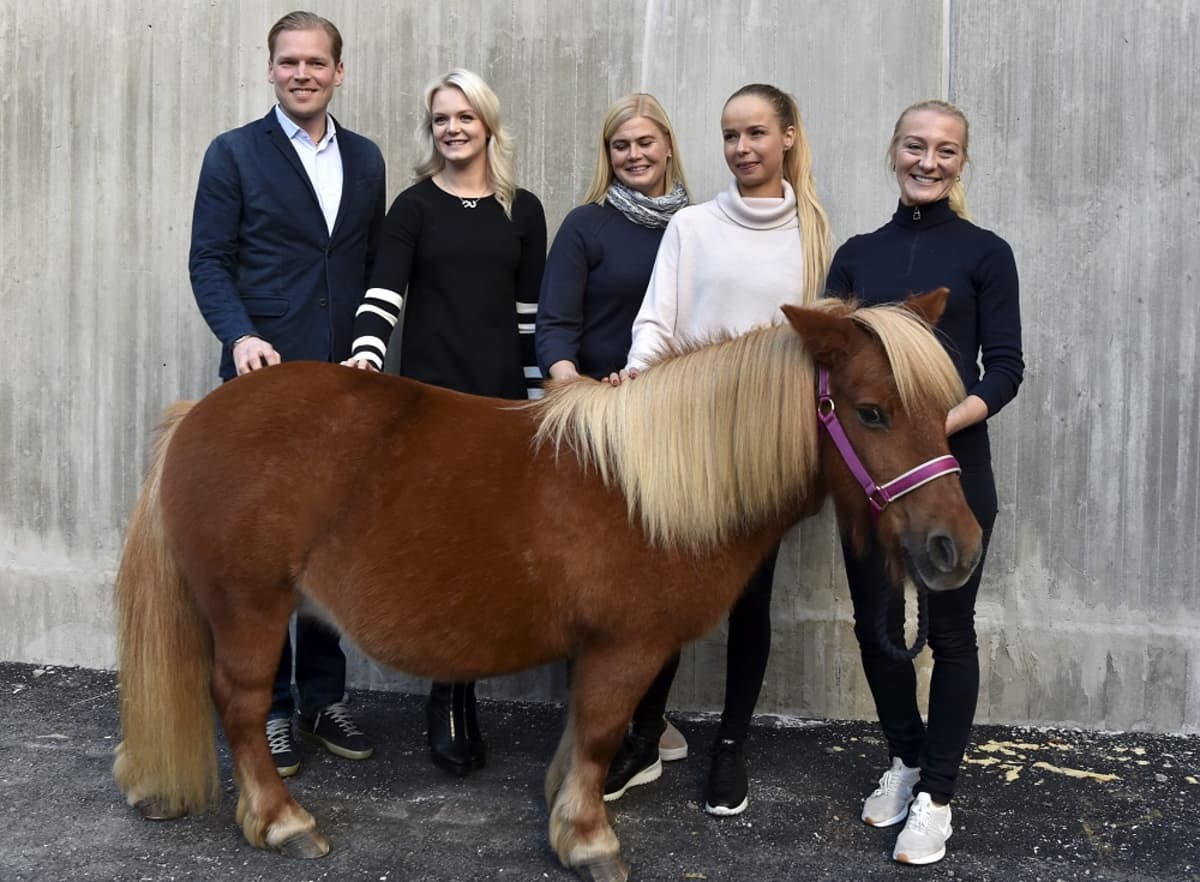 Henri Ruoste, Emilia Bottas, Sanna Backlund, Anna-Julia Kontio ja Stella Hagelstam kuvassa