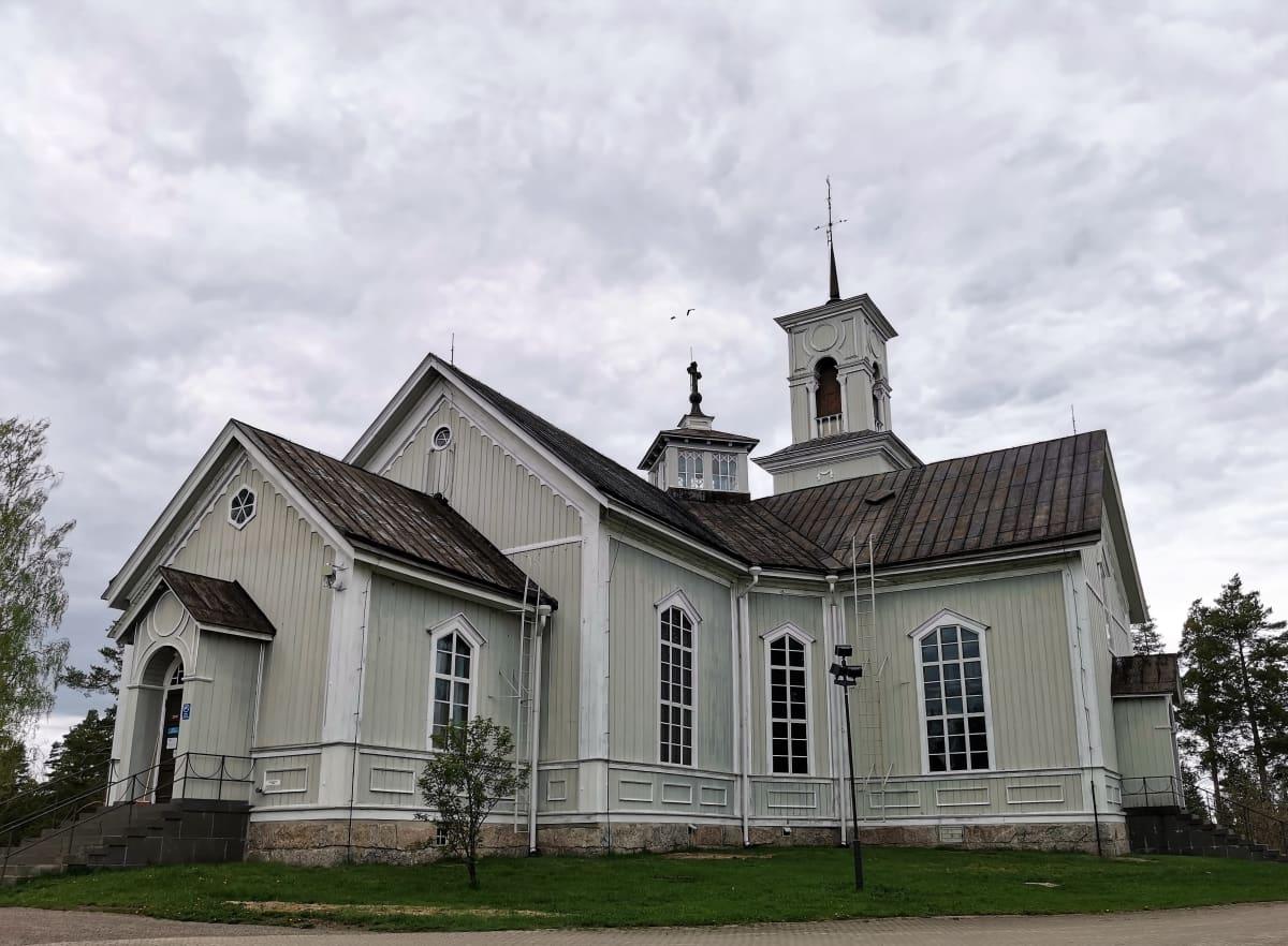 Viitasaaren kirkkorakennus.