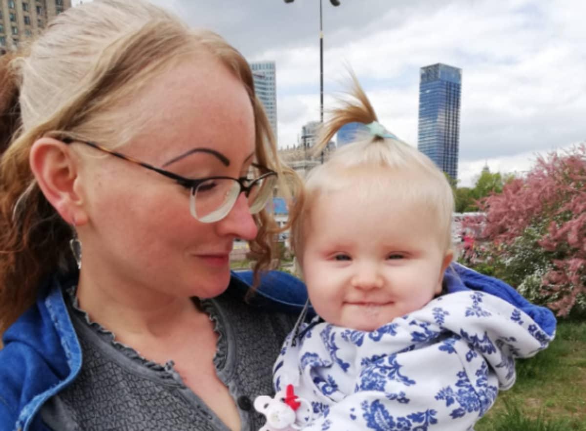 Melinda Sakkara ja vauva