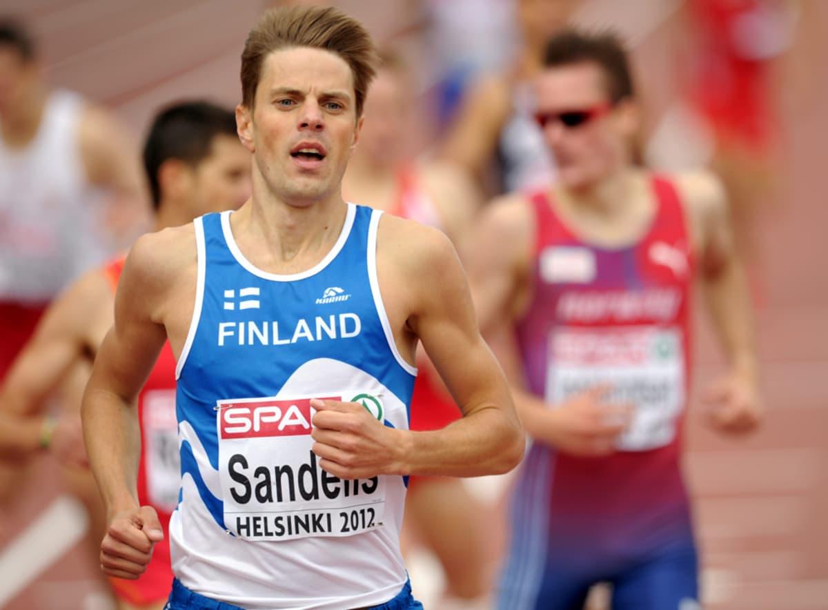 Nicklas Sandells juoksee.