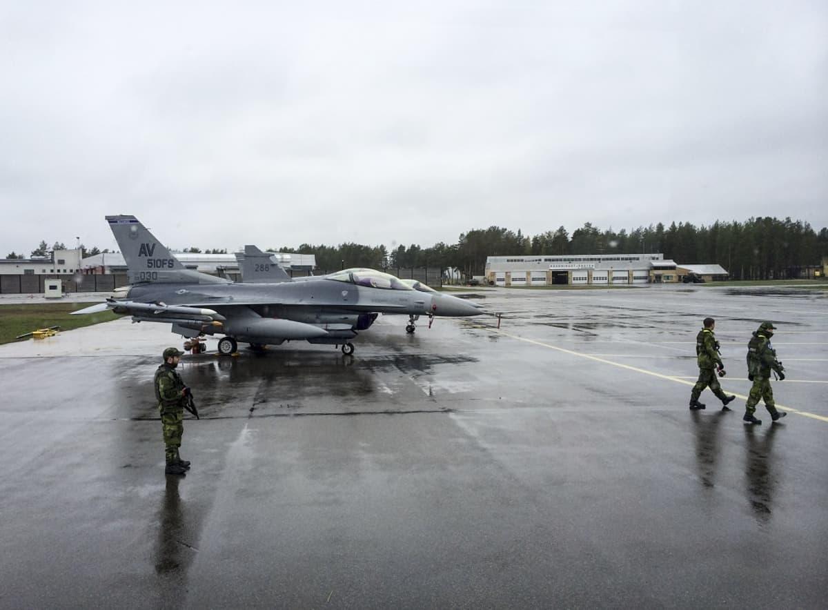 lentokoneita ruotsalaistukikohdassa