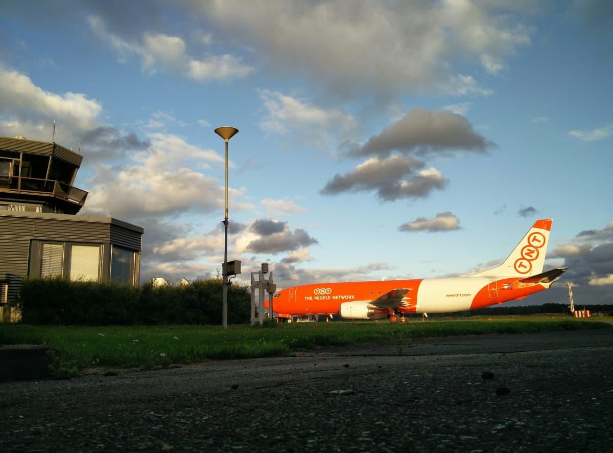 Rahtikone Tampere-Pirkkalan lentokentällä