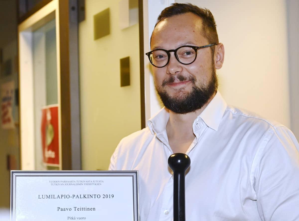 Tutkivan journalismin yhdistys palkitsi Helsingissä 2. lokakuuta 2020 vuoden 2019 Lumilapiolla toimittaja Paavo Teittisen .