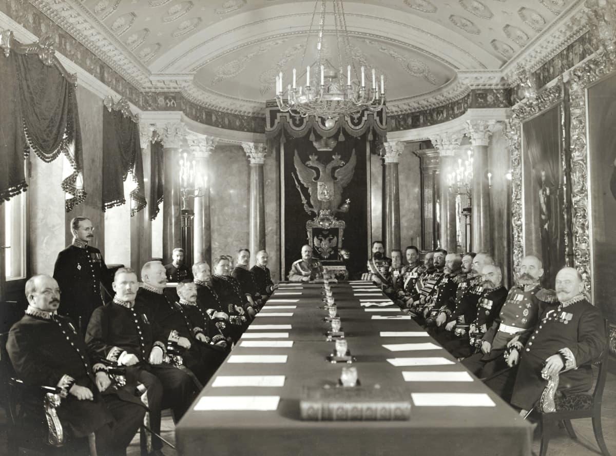Ns. amiraalisenaatti istunnossaan 1915.