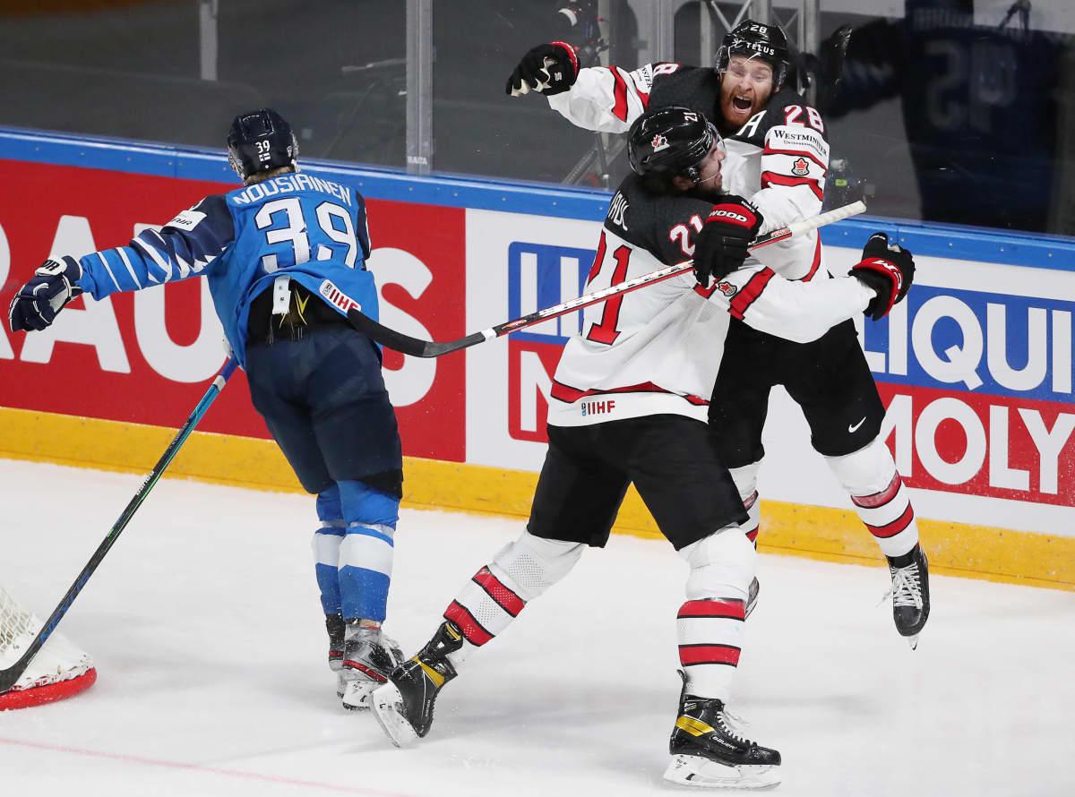 Suomen Kim Nousiainen ei pystynyt estämään Kanadan Nick Paulia ja Connor Brownia.