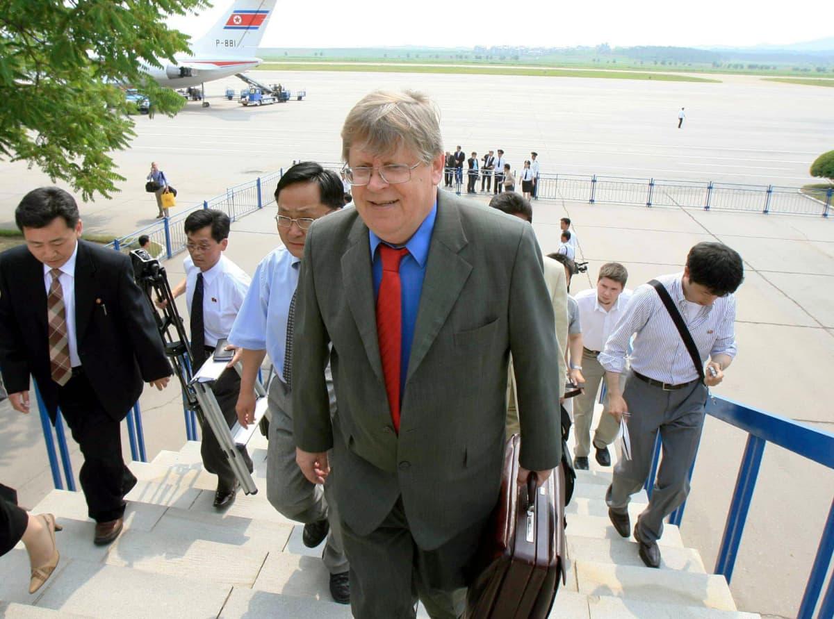 Olli Heinonen tarkastusmatkalla Pohjois-Koreassa kesäkuussa 2007.