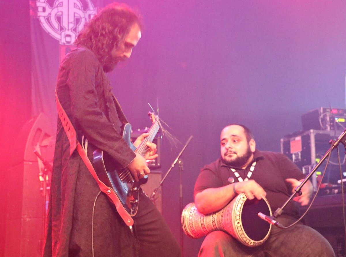 Blaakyumin kitaristi Rabih Deaibess ja orientaaliperkussionisti Elie Abu Abdo Tuska-festivaaleilla Helsingissä 1.7.2016.