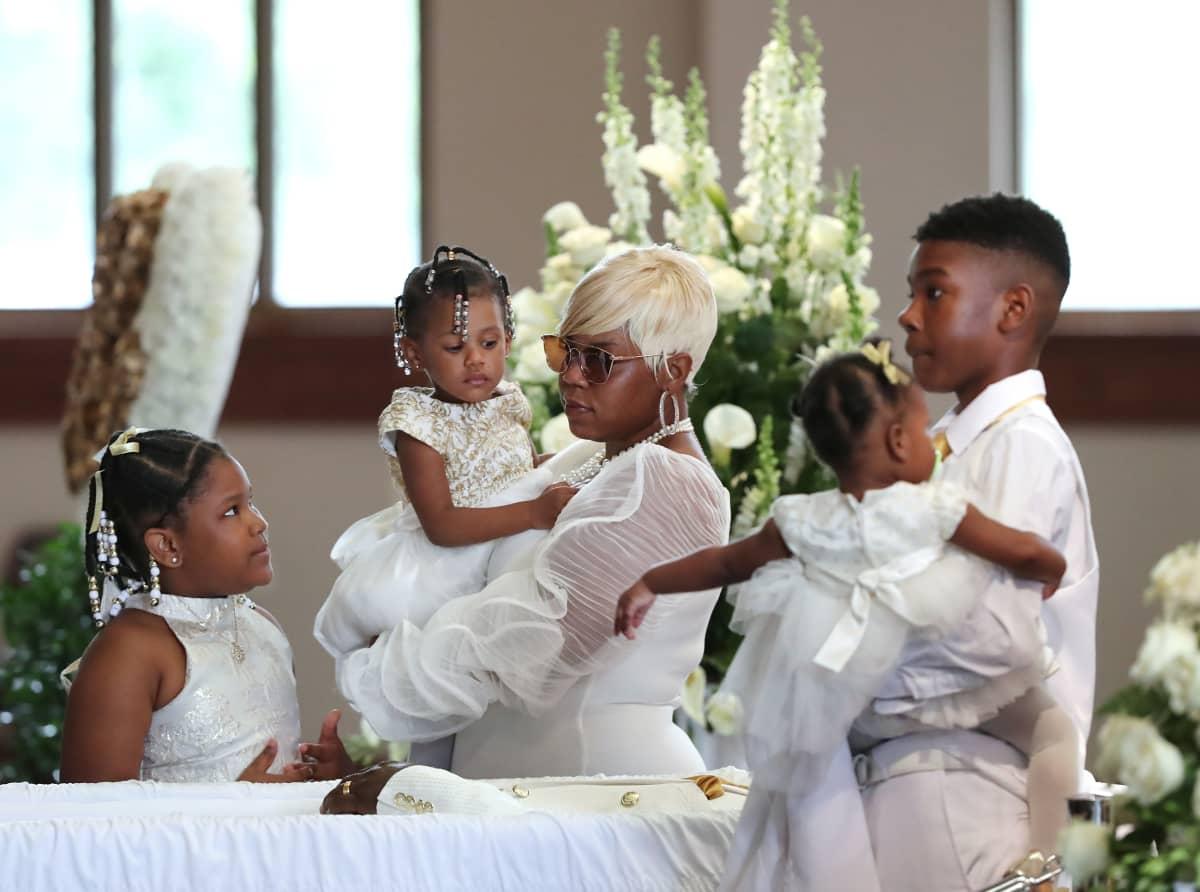 Rayshard Brooksin perhe hautajaisissa