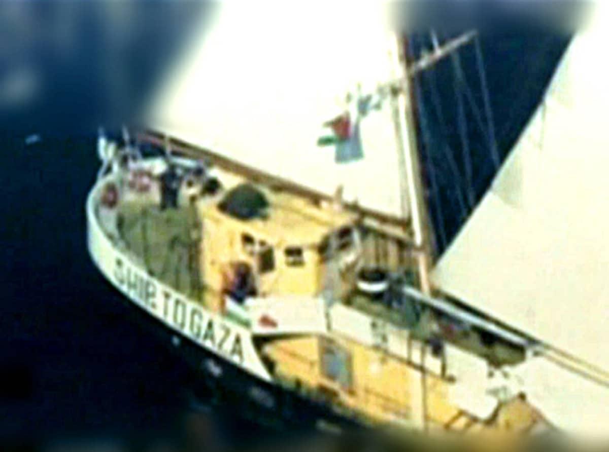 Ilmakuva Estelle-laivasta merellä.