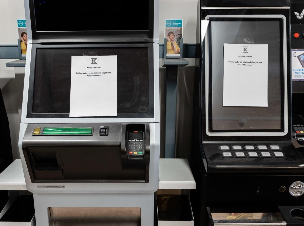Suljetut peliautomaatit Helsingin Käpylässä 13.4.2020.