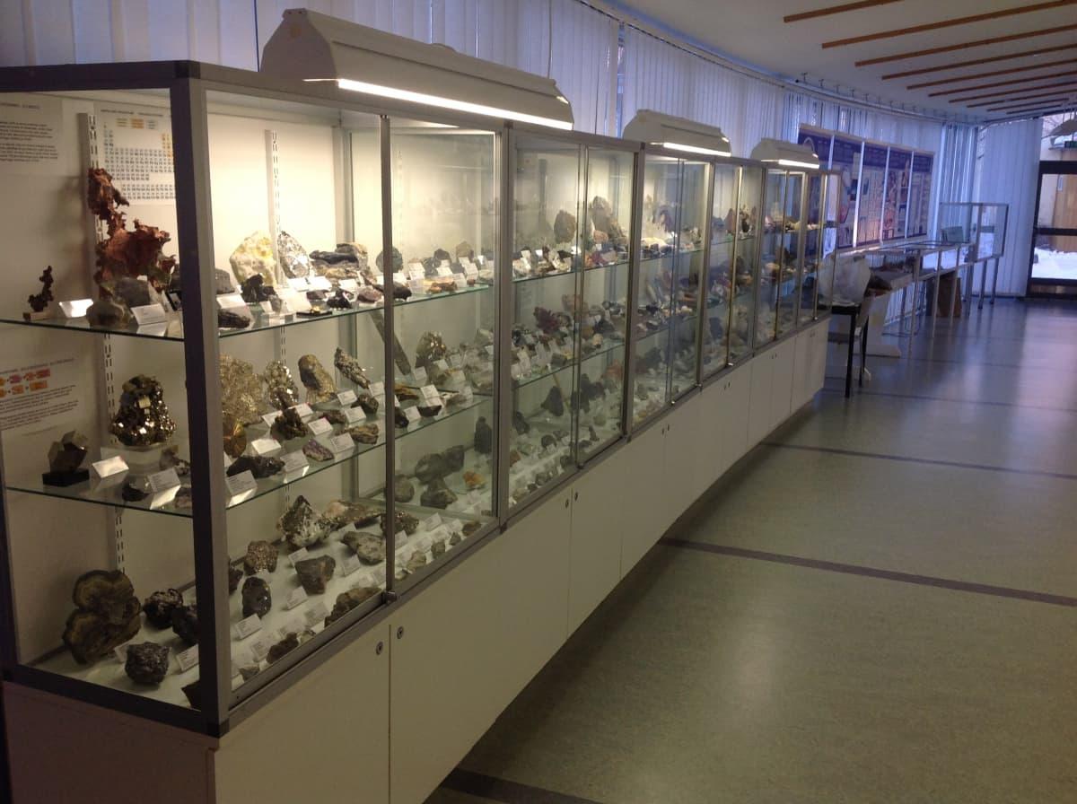 Luonnontieteellisen museon mineraalikokoelma ennen paloa.