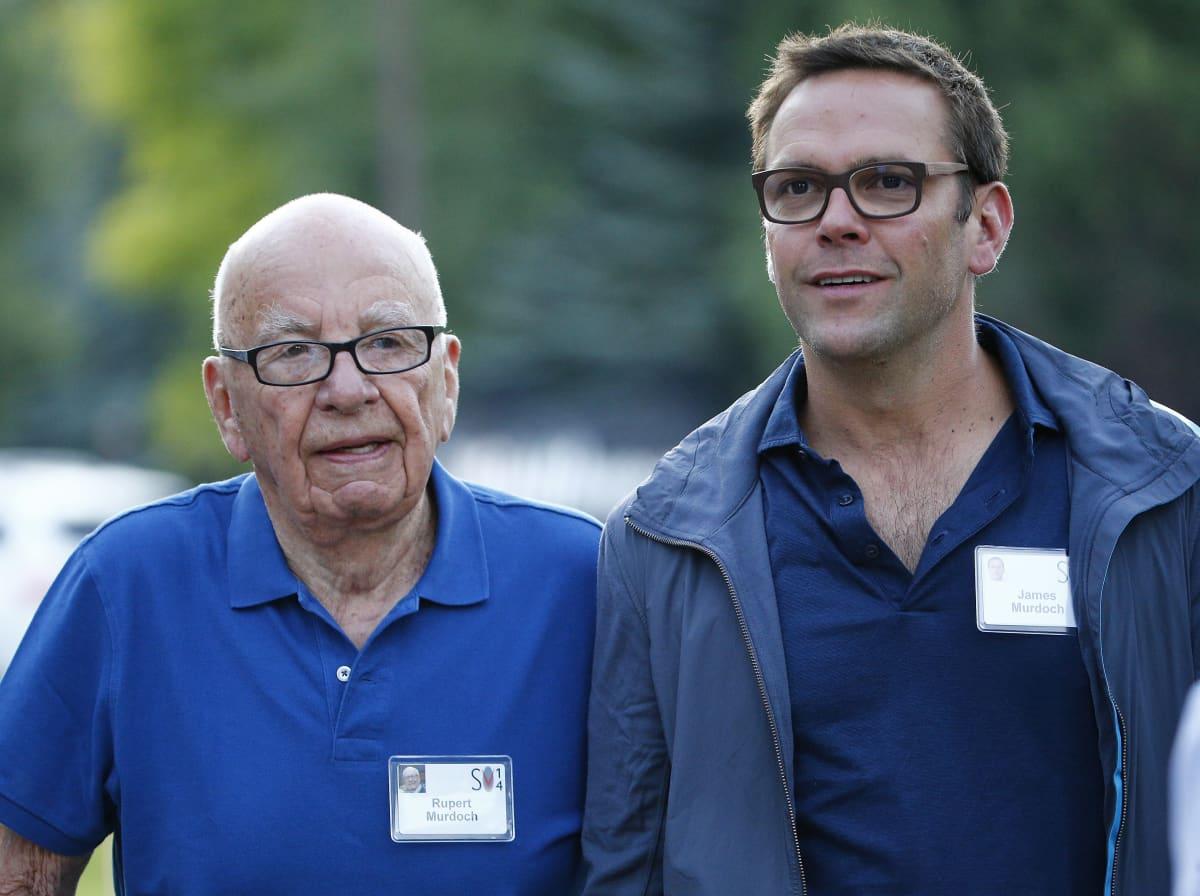 Mediamoguli Rupert Murdoch ja poikansa James Murdoch, joka erosi heinäkuussa News Corpin hallituksesta joidenkin yhtiön omistamien tiedotusvälineiden sisältöä koskevien näkemyserojen vuoksi.