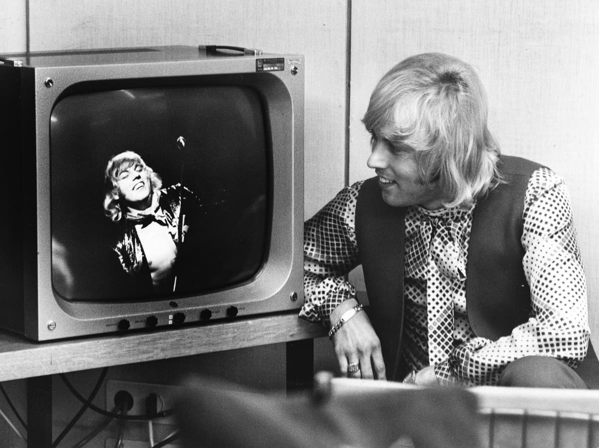 Danny katselee Jarmo Porolan Superdanny -ohjelmaa