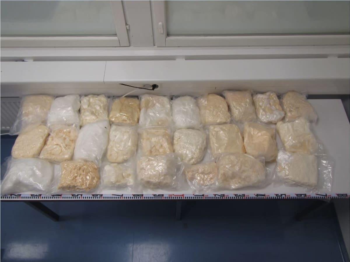 Poliisin takavarikoimaa amfetamiinia.