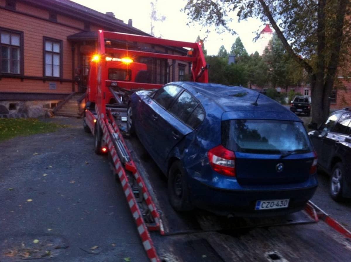 Puu kaatui auton päälle Kuopion keskustassa
