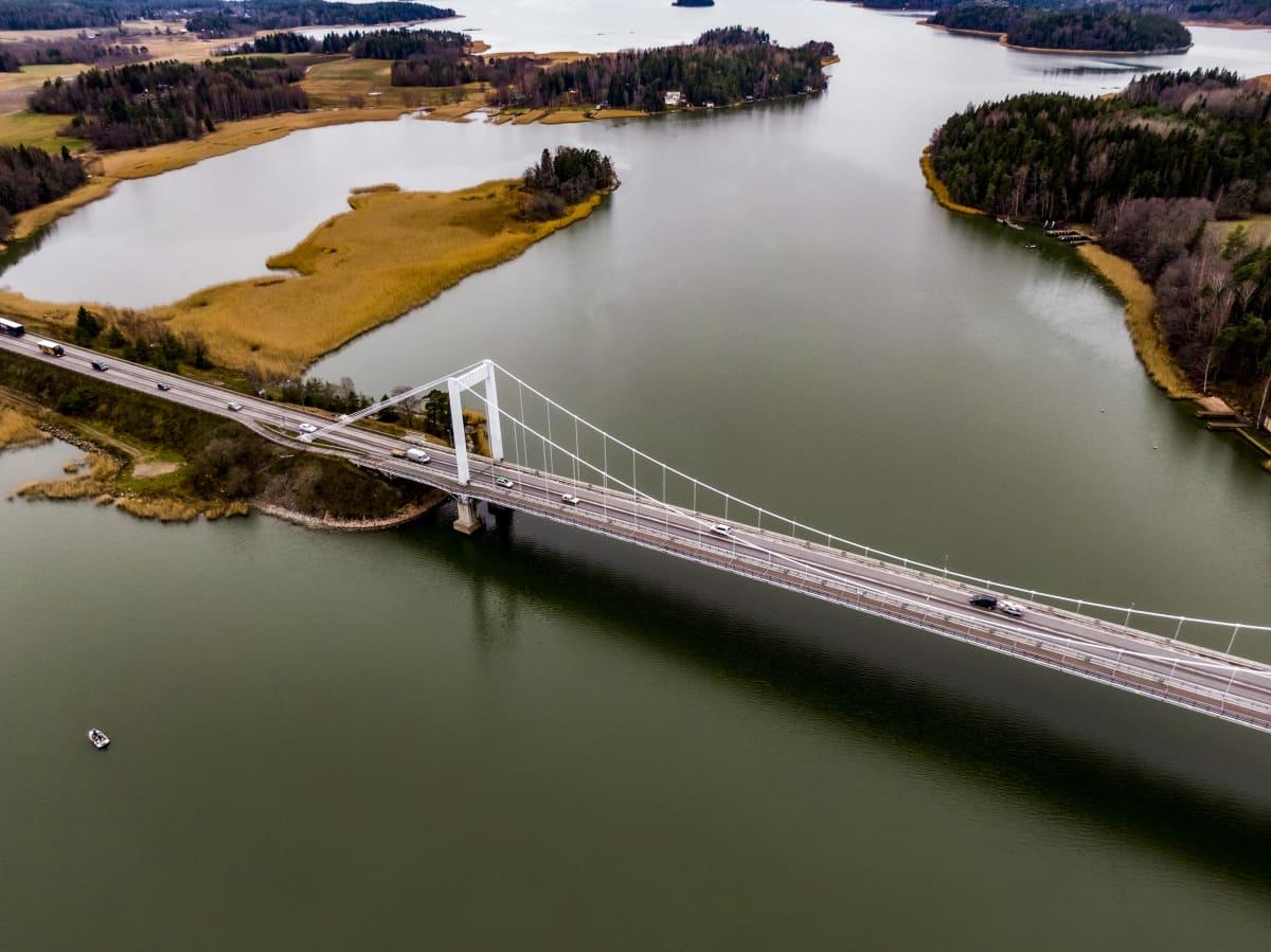 Paraisten Kirjalansalmen silta