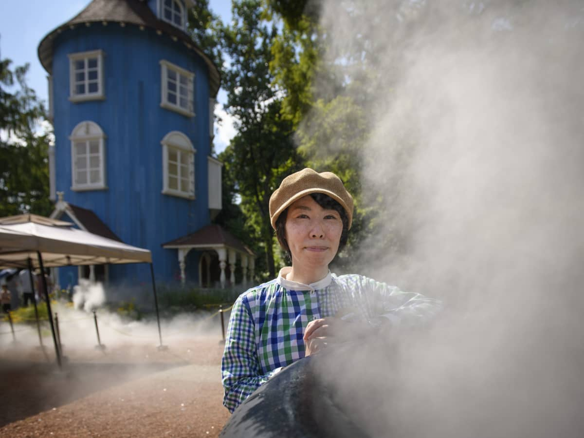 Arisa Kawasaki on Muumilaakson suunnittelija. Hän haluaa, että Japanissakin muumit nähtäisiin muunakin kuin söpöinä hahmoina.