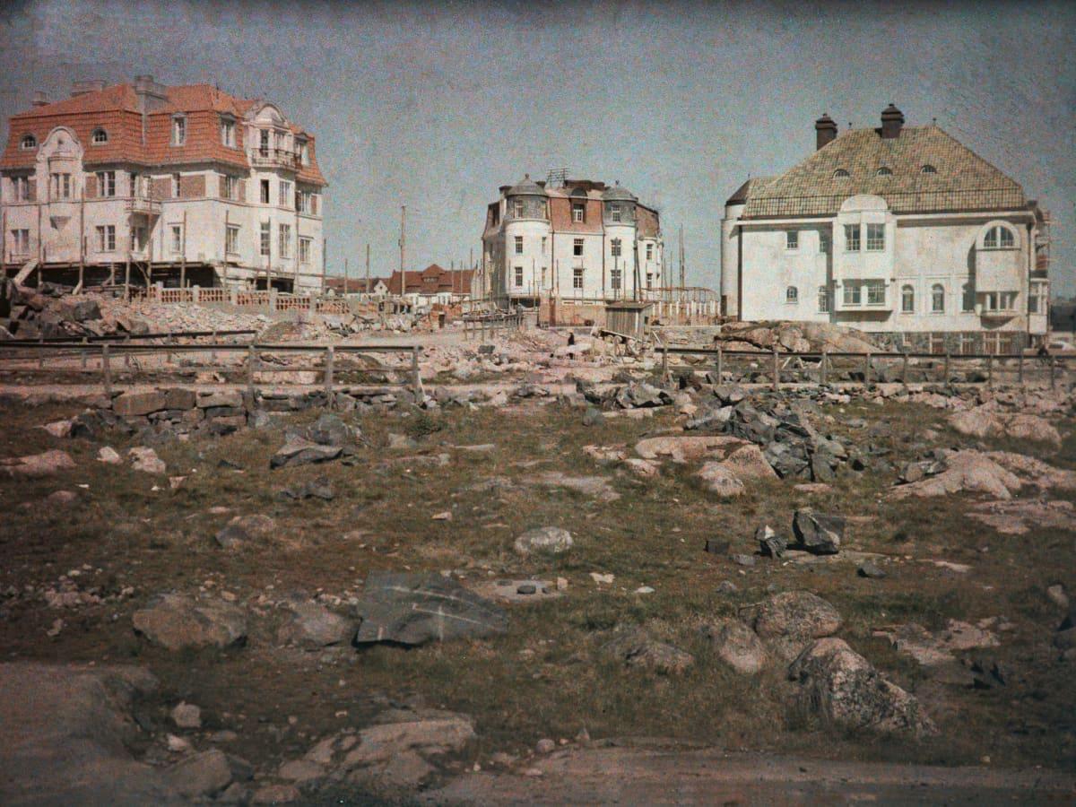 Eiran kaupunginosa sai nimensä Eiran sairaalasta. Pohjoismaisessa muinaistarustossa Eira on lääkintätaidon jumalatar.