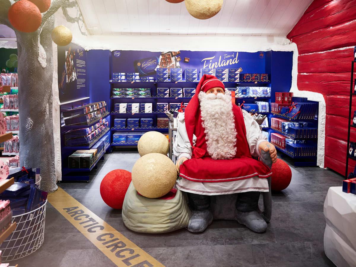 Karkkikauppa Santa's Chocolate and Candy Shop.