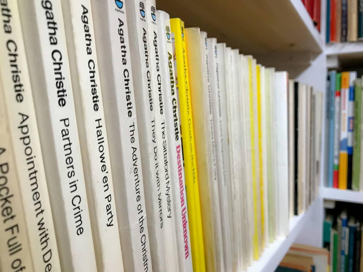 Agatha Christien englannin kielistä tuotantoa antikvariaatti Pufendorfissa.
