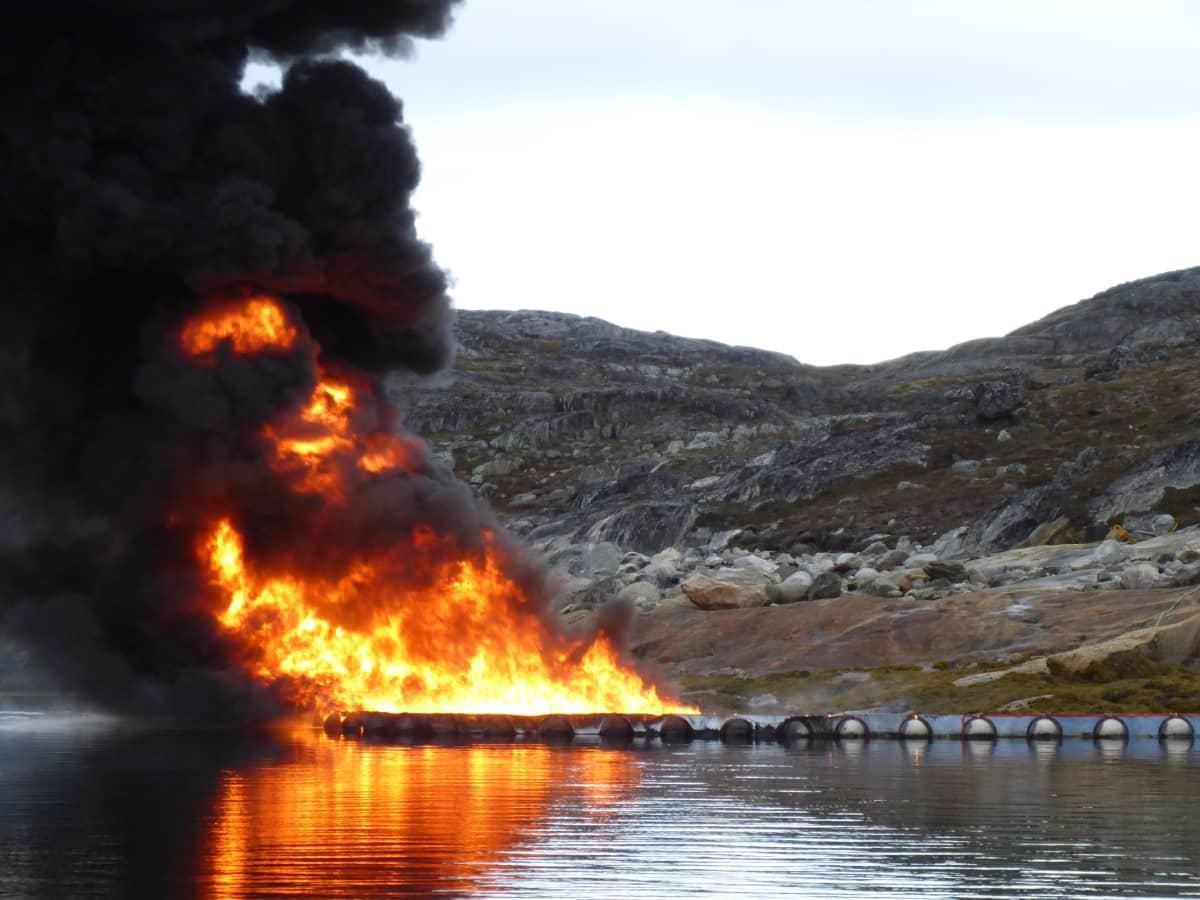 Öljyä poltetaan.