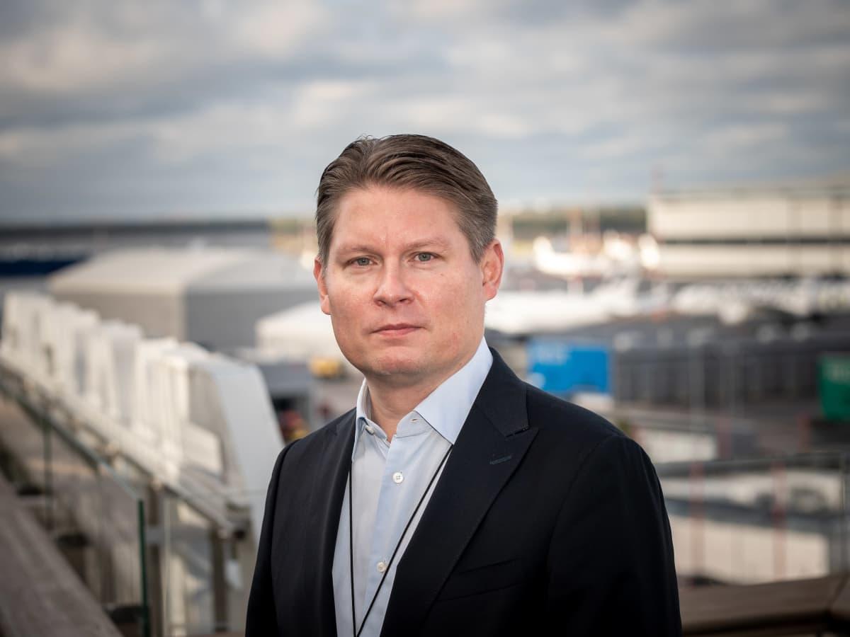 Finnairin toimitusjohtaja Topi Manner