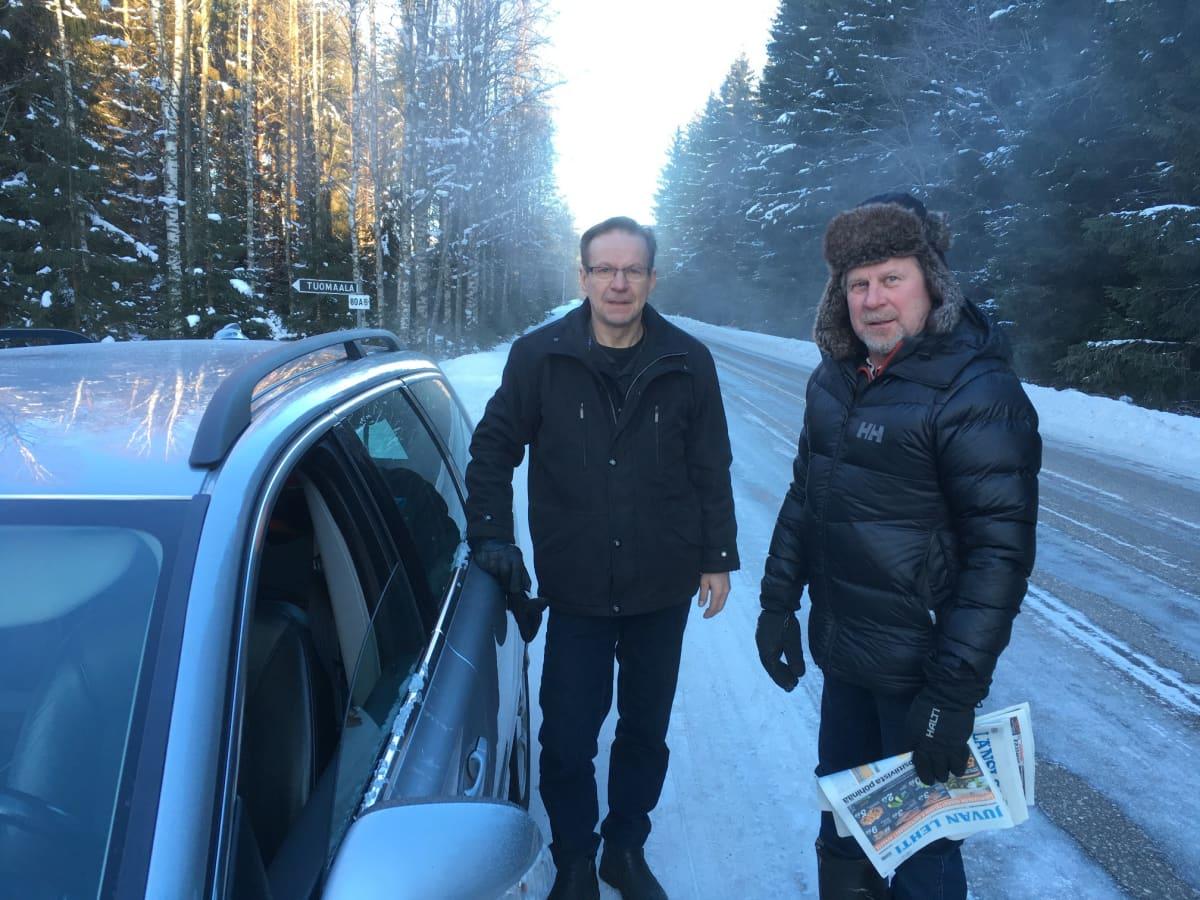 Tapio Piispa ja Hannu Kähärä ovat huomanneet poikkeuksellisen tiuhaan sattuneet tieltä suistumiset.
