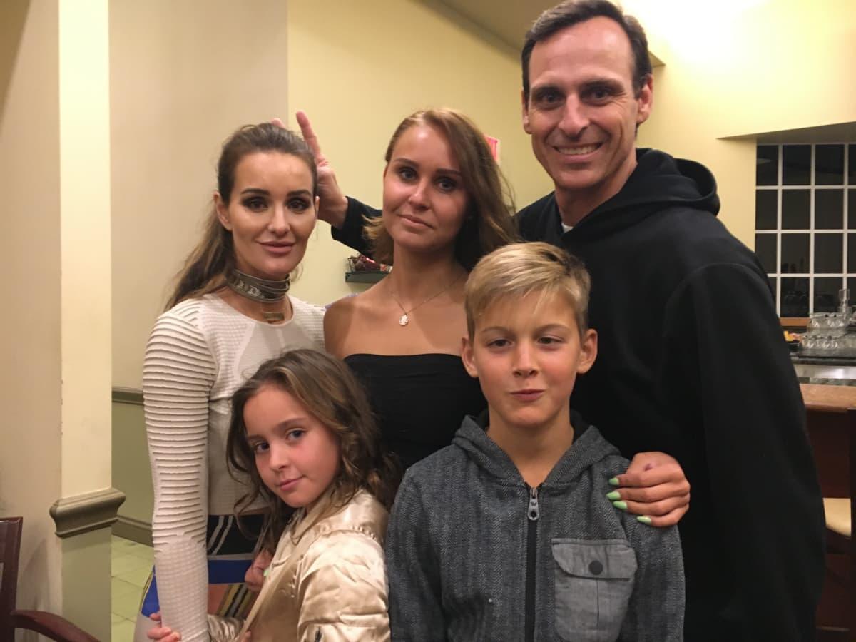 Jane Hölsön Miamin perhe: äiti Brooklyn, Isä CJ ja lapset Ivy Jane ja Phoenix.