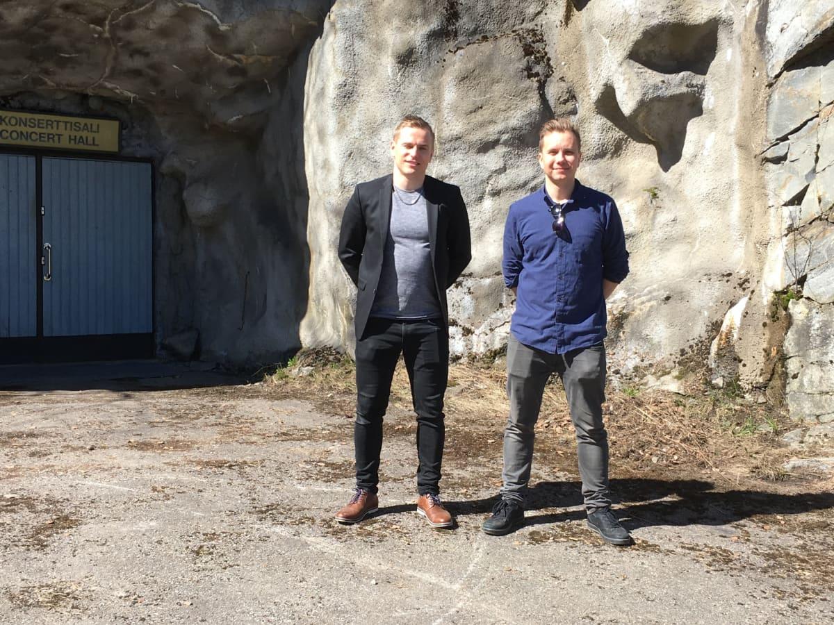Markus Kaskinen ja Jussi Silvennoinen järjestävät musiikkitapahtumia Punkaharjun luolastossa.