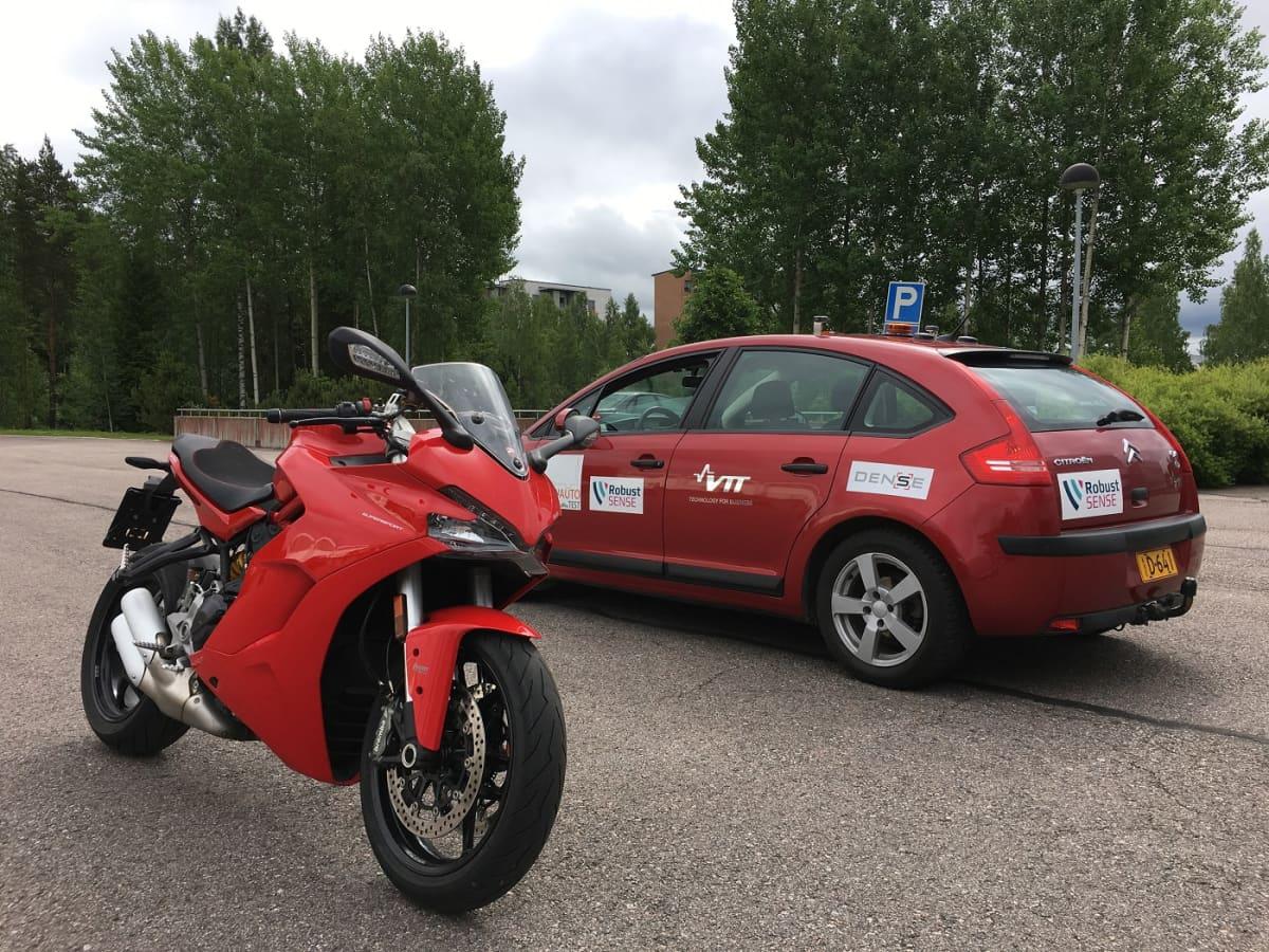 VTT:n robottiauto Marilyn ja Ducati Supersport 939