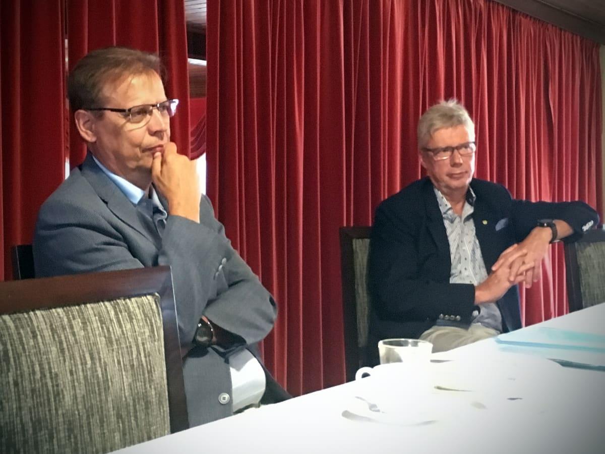 Tampereen pormestari Lauri Lyly (vas.) ja Seinäjoen kaupunginjohtaja Jorma Rasinmäki esittelivät ajankohtaisia asioita Seinäjoella 2.8.2018.