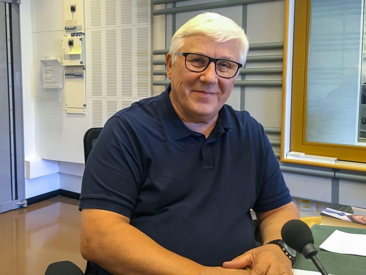 Tietokirjailija Risto Uimonen.